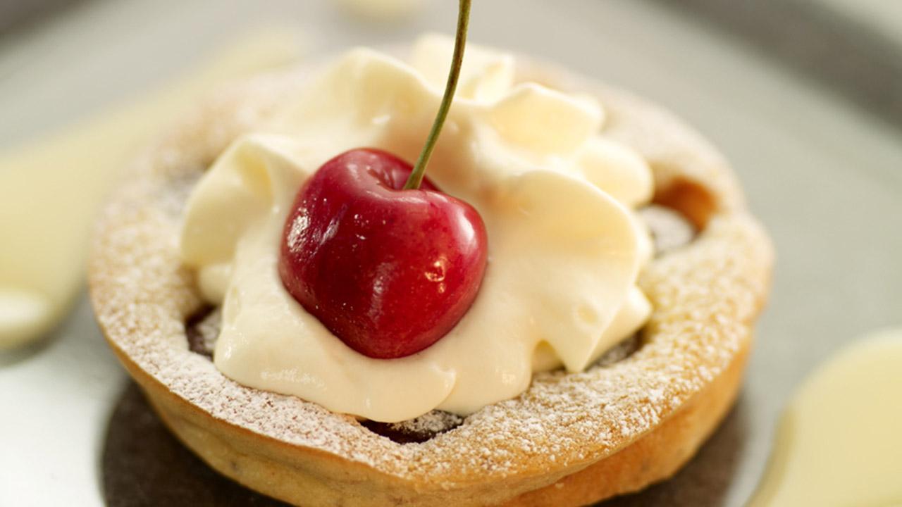 Wunderbar Eierlikoer Dessert mit Kirschen - Kirschclafoutis mit VERPOORTEN  GO58