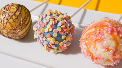 cake pops kuchen am stiel 39 39 cake pops mit verpoorten original eierlik r 39 39 kuchenrezepte mit. Black Bedroom Furniture Sets. Home Design Ideas