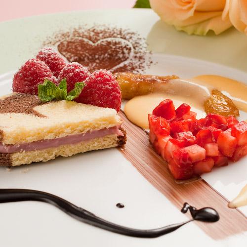 Kuchen Desserts Mit Erdbeeren Und Eierlikor In Herzform Nachtisch
