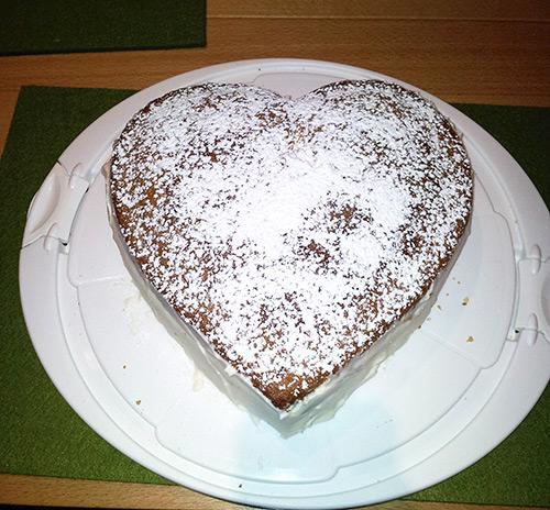 Verpoorten Mascarpone Torte In Herzform Mit Himbeeren Und