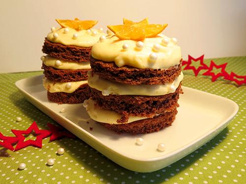 kleine weihnachtst rtchen lebkuchenbiskuit t rtchen mit verpoorten vanille orangen creme. Black Bedroom Furniture Sets. Home Design Ideas
