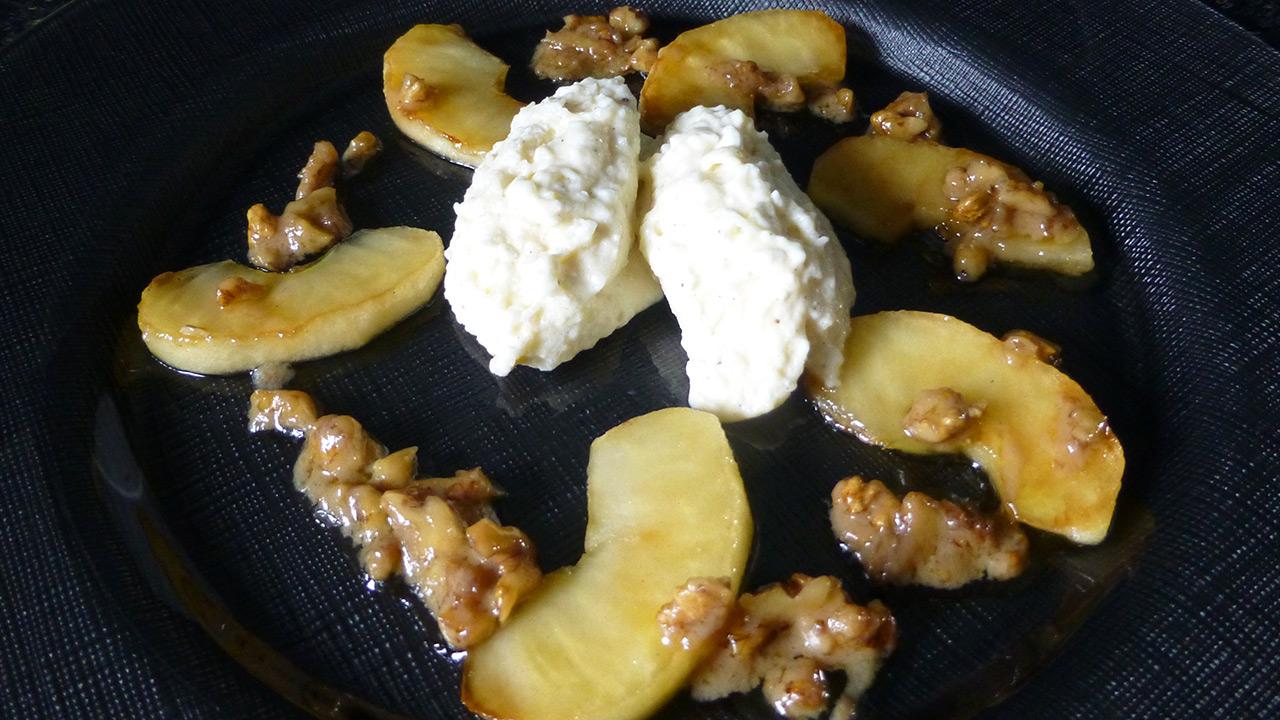Hüttenkäse-VERPOORTEN-Mousse mit Karamelläpfeln - Nachtisch mit ...