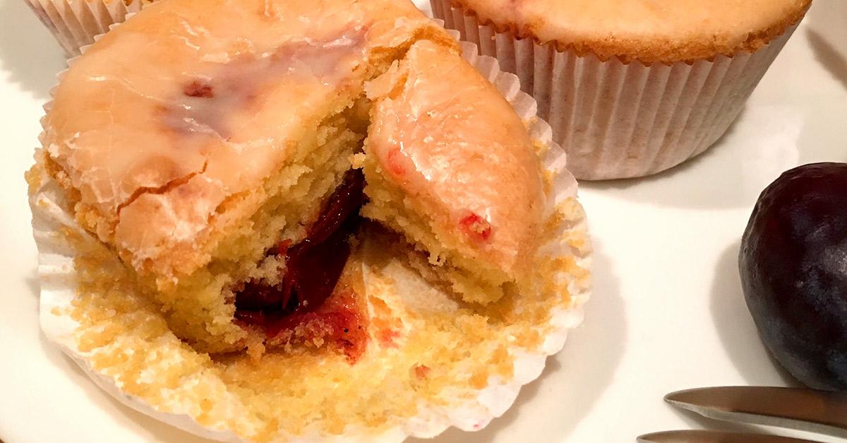 Muffins Gefullt Mit Rumpflaume Und Eierlikor Glasur Kuchenrezepte