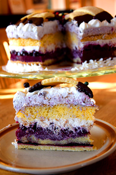 Kronen Torte Mit Heidelbeeren Und Verpoorten Original Eierlikor