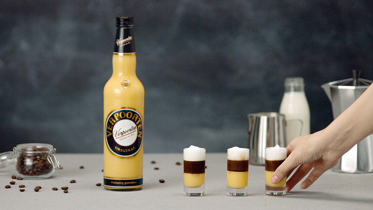 Kaffee Cocktail mit Eierlikoer Verpoorten Shot Up