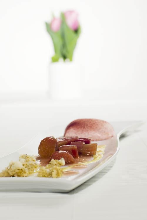 eierlik r rezept fr hlings eierlik rvariation mit erdbeeren und rhabarber dessertrezepte. Black Bedroom Furniture Sets. Home Design Ideas