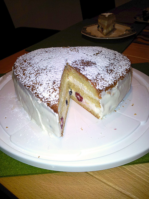 verpoorten mascarpone torte in herzform mit himbeeren und heidelbeeren kuchenrezepte mit. Black Bedroom Furniture Sets. Home Design Ideas