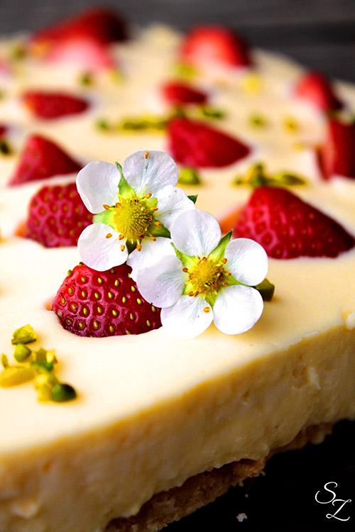 Eierlikor Pudding Torte Mit Versunkenen Erdbeeren Kuchenrezepte
