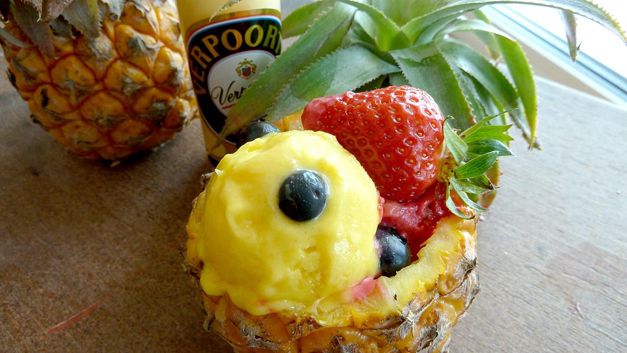 baby ananas pina colada verpoorten eisbecher nachtisch mit eierlik r verpoorten. Black Bedroom Furniture Sets. Home Design Ideas