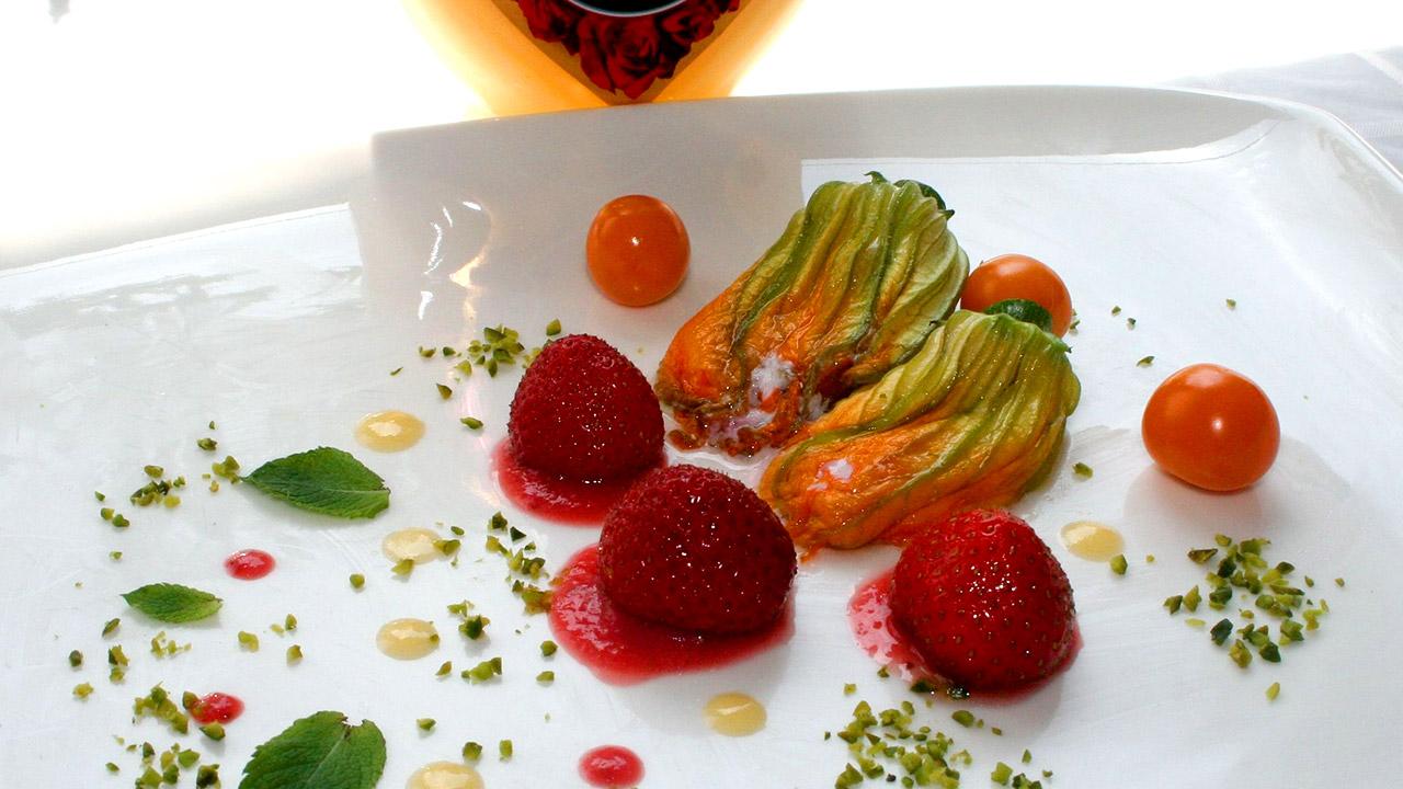 zucchinibl ten mit erdbeer ricotta minze eierlik r f llung nachtisch mit eierlik r verpoorten. Black Bedroom Furniture Sets. Home Design Ideas