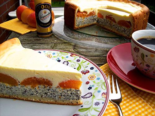 feine k sekuchen eierlik rtorte mit sommerfrischen aprikosen kuchenrezepte mit eierlik r. Black Bedroom Furniture Sets. Home Design Ideas