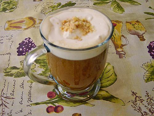 holl ndischer kaffee mit verpoorten original eierlik r cocktails und longdrinks mit eierlik r. Black Bedroom Furniture Sets. Home Design Ideas