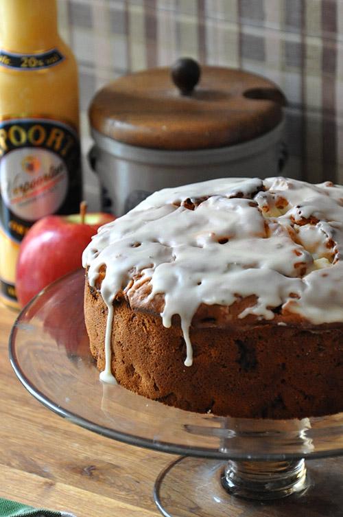 Apfelkuchen Mit Zuckerguss Und Verpoorten Original Eierlikor
