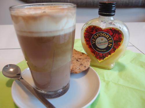 kaffee cocktail 39 39 adventlicher schokoccino mit eierlik r 39 39 cocktails und longdrinks mit. Black Bedroom Furniture Sets. Home Design Ideas