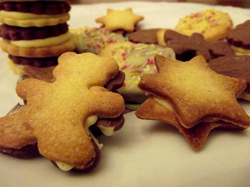 Weihnachtsplätzchen Glasur.Keksrezept Ausstechplätzchen Mit Schokoladen Eierlikör Glasur
