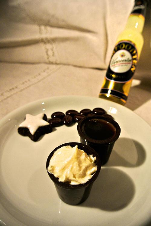 espresso shot mit verpoorten original eierlik r cocktails und longdrinks mit eierlik r. Black Bedroom Furniture Sets. Home Design Ideas