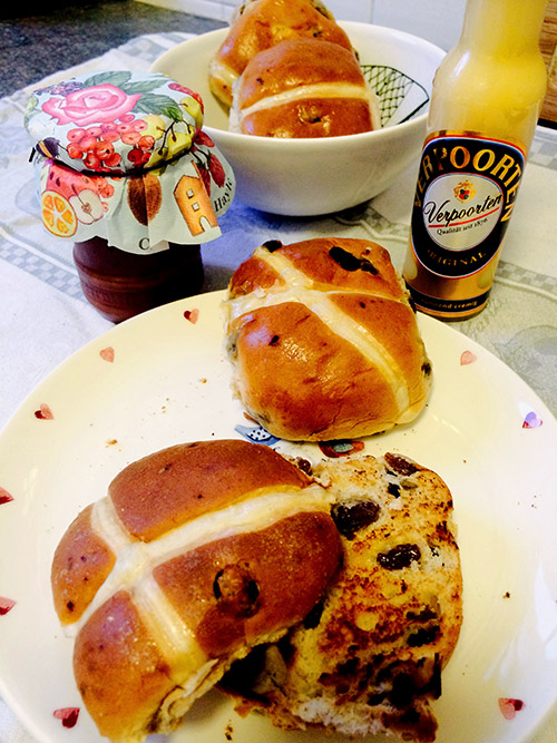 englische hot cross buns mit verpooten original eierlik r kuchenrezepte mit eierlik r verpoorten. Black Bedroom Furniture Sets. Home Design Ideas