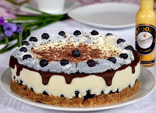 leichte verpoorten buttermilchtorte mit heidelbeeren kuchenrezepte mit eierlik r verpoorten. Black Bedroom Furniture Sets. Home Design Ideas