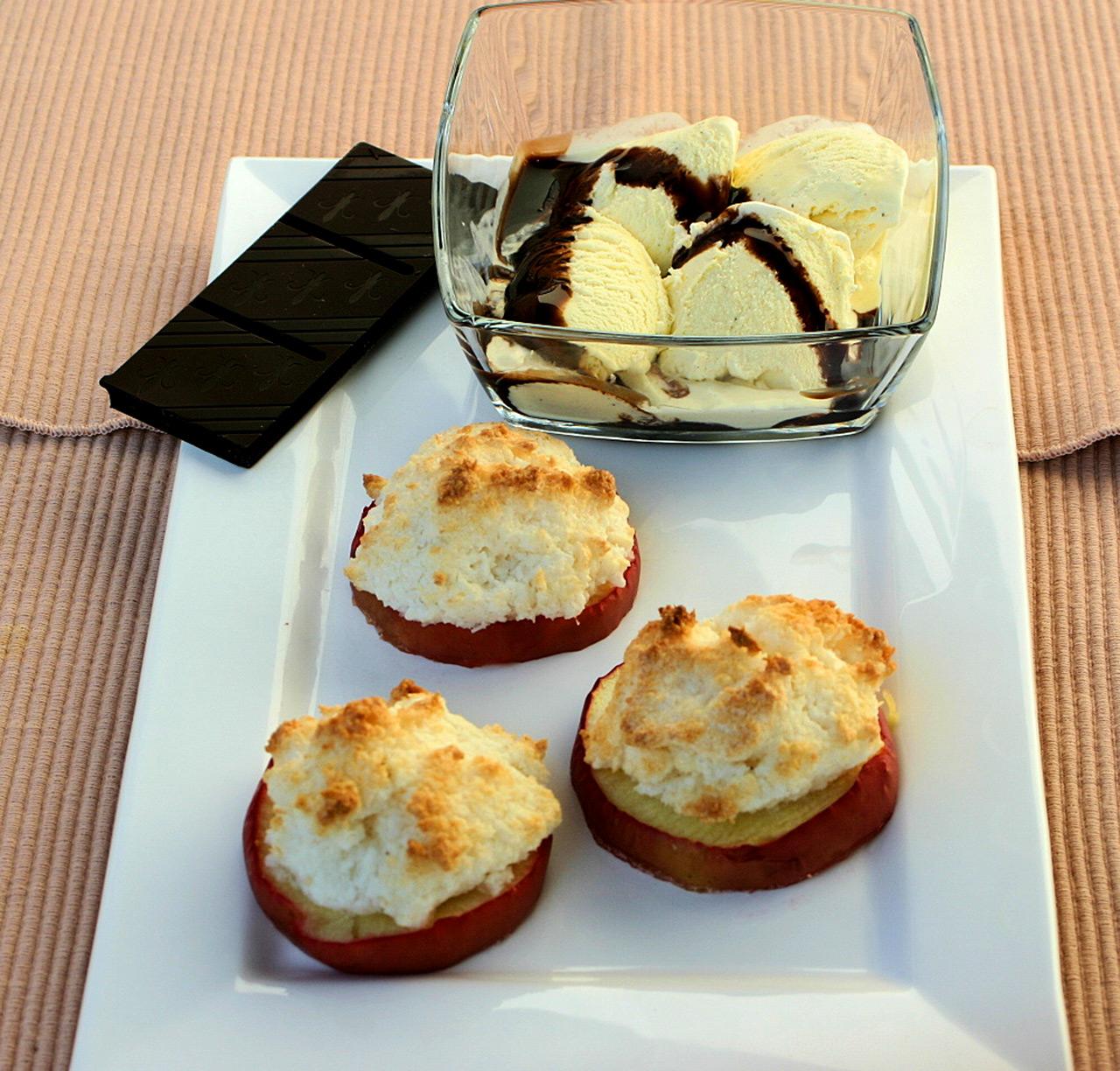kokos pfel mit eierlik r eis und schoko sauce nachtisch mit eierlik r verpoorten. Black Bedroom Furniture Sets. Home Design Ideas