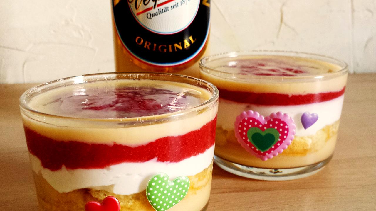 Erdbeer sahne kuchen im glas