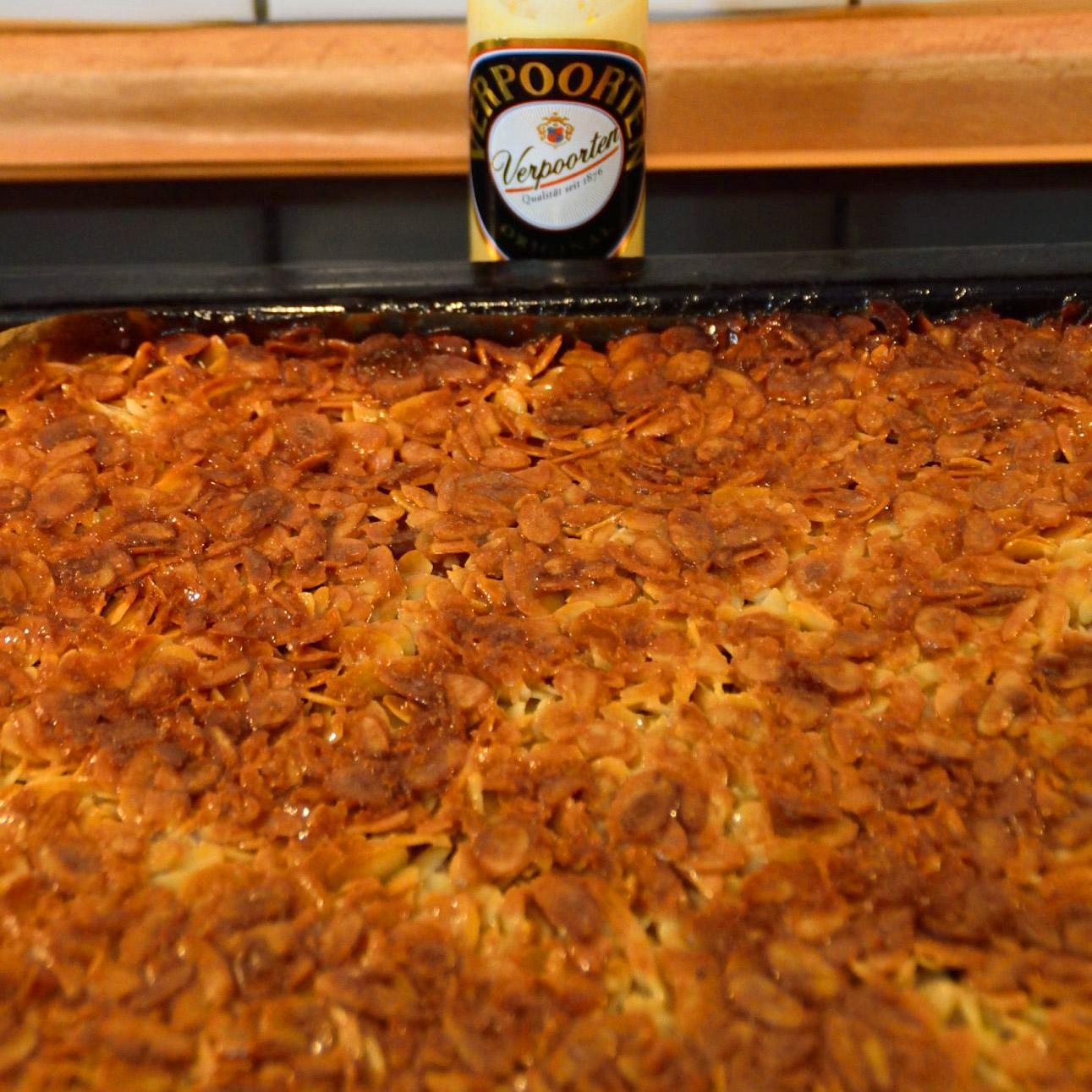 Mandelkuchen Mit Eierlikor Vom Blech Becherkuchen Kuchenrezepte