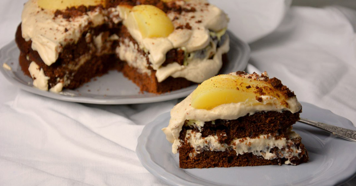 schokoladenkuchen mit verpoorten chai latte creme und gew rzbirnen kuchenrezepte mit eierlik r. Black Bedroom Furniture Sets. Home Design Ideas