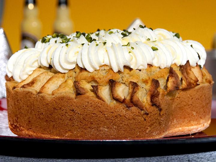 rezept f r bratapfel torte mit dem gelben klassiker kuchenrezepte mit eierlik r verpoorten. Black Bedroom Furniture Sets. Home Design Ideas