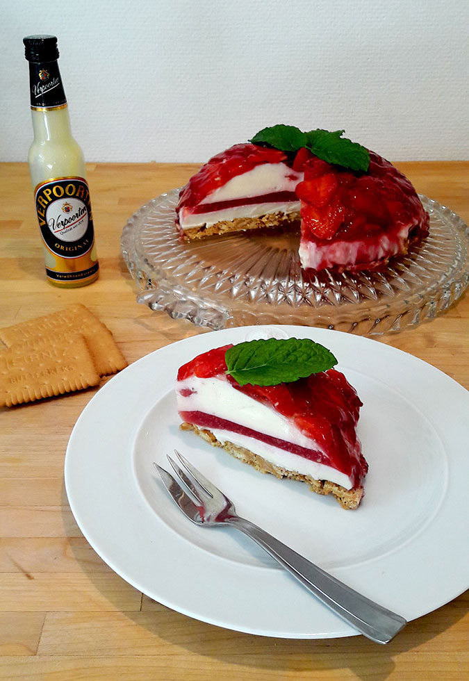 Eierlikor Panna Cotta Torte Mit Erdbeeren Und Keksboden
