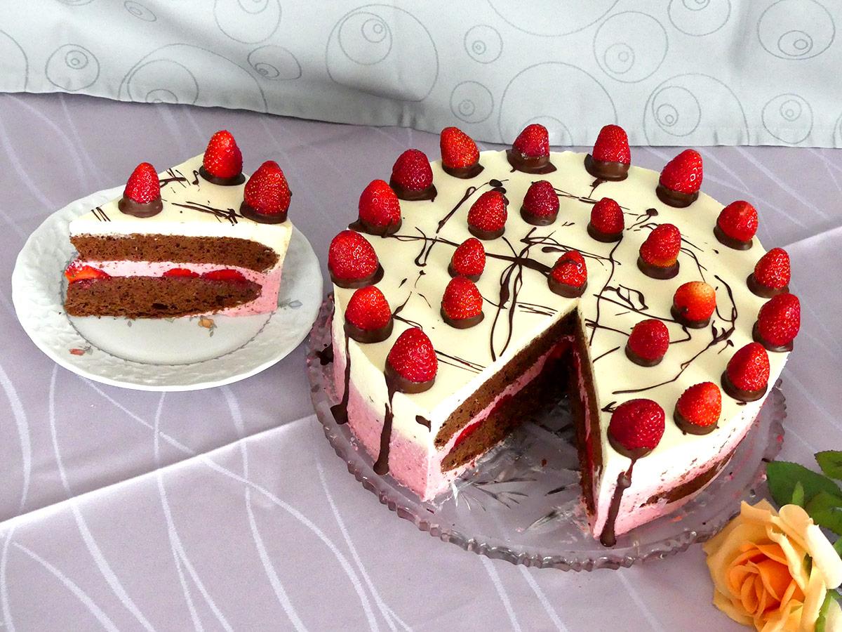 Eierlikortorte Mit Erdbeeren Verpoorten Erdbeer Pfefferminz Torte