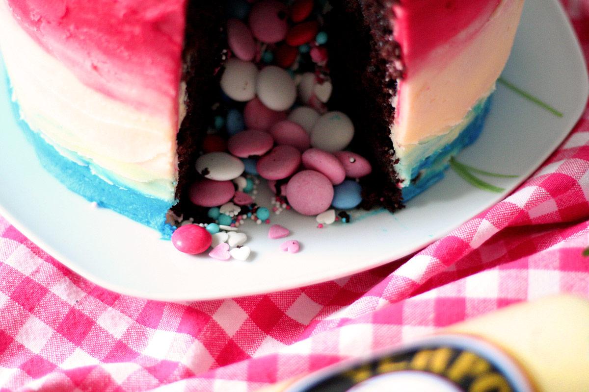 pinata schoko kuchen mit himbeeren und eierlik r 39 39 verpoorten schokoladen pinata. Black Bedroom Furniture Sets. Home Design Ideas