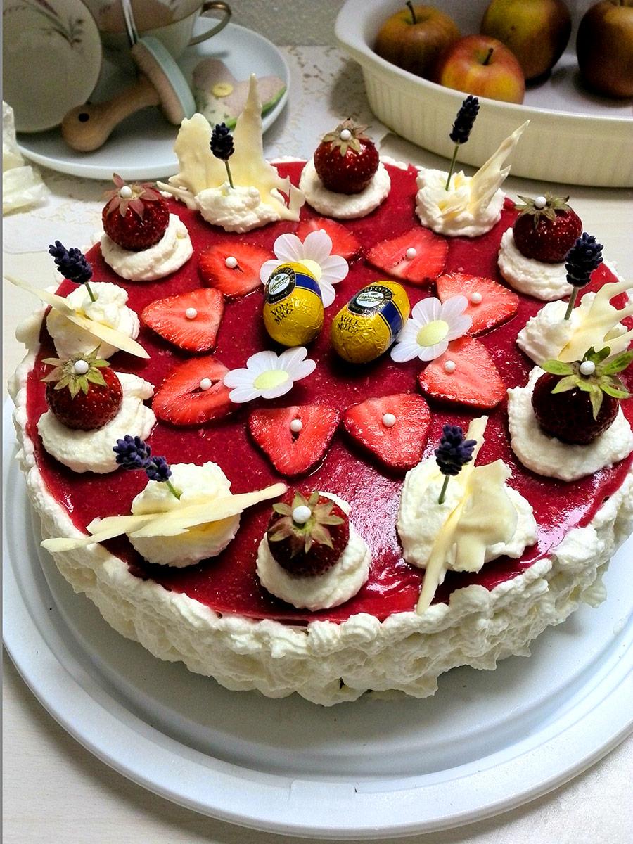 Erdbeer Sahnetorte Mit Chiasamen Und Eierlikor Kuchenrezepte Mit