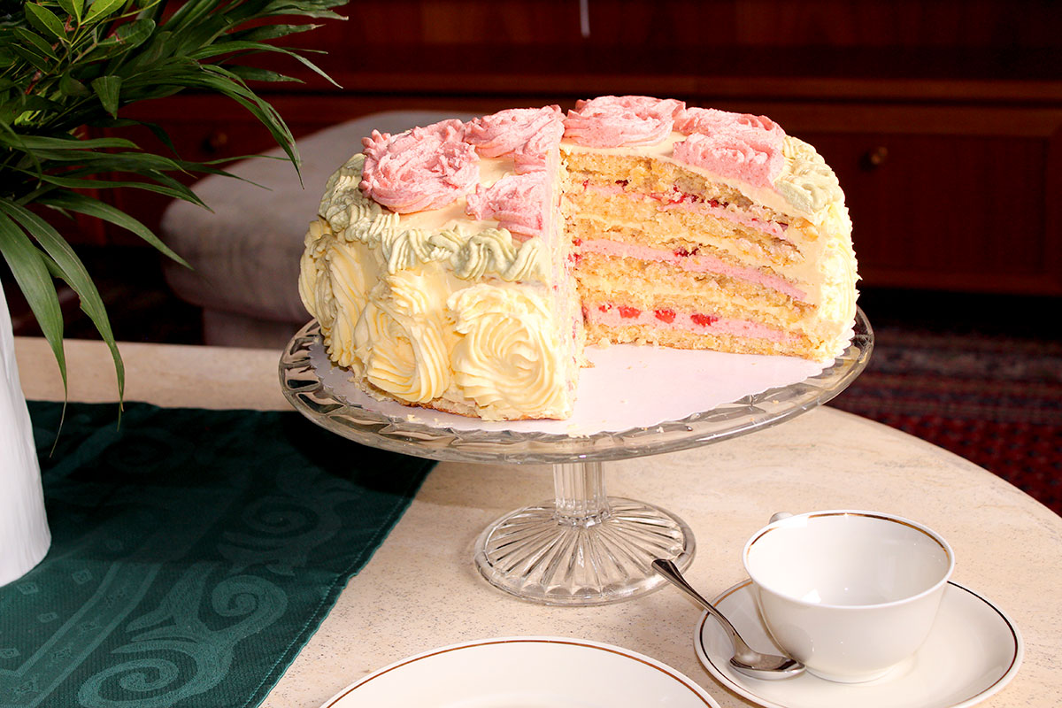 buttercremetorte mit erdbeeren und mandeln 39 39 eierlik r k sst erdbeere 39 39 kuchenrezepte mit. Black Bedroom Furniture Sets. Home Design Ideas